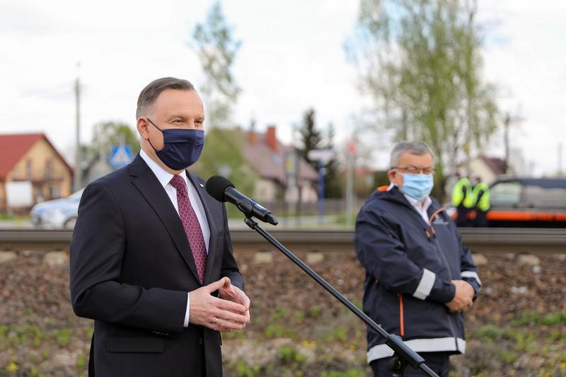 Prezydent Duda i minister Adamczyk zapowiedzieli budowę 200 przystanków kolejowych