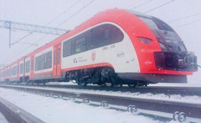 Dwa pierwsze Pesa Elf2 dla Kolei Wielkopolskich dostarczone. Kolejne dotrą do Poznania jeszcze w tym roku.