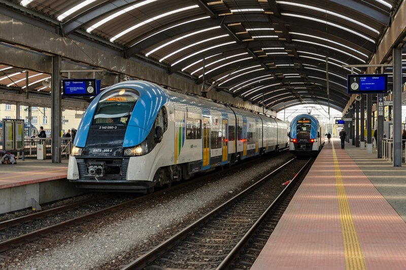 Koleje Śląskie opisują co wpływa na punktualność pociągów