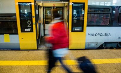 Koleje Małopolskie: miesięczny za 1 zł dla pracowników ochrony zdrowia