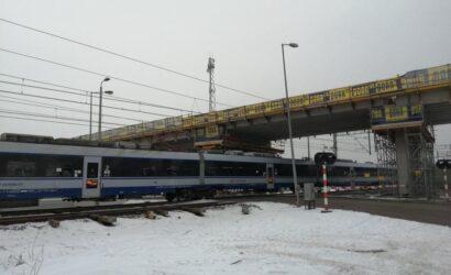 W Łochowie trwa budowa wiaduktu nad linią Warszawa – Białystok