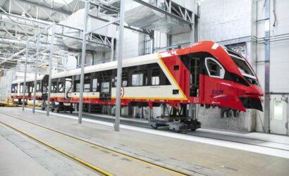 Pierwszy z 21 nowych pociągów Impuls 2 jest już w barwach SKM Warszawa [GALERIA]