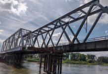 Trwa przebudowa kolejowego most nad Odrą w Nietkowicach