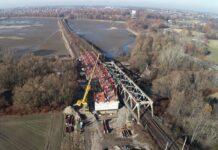 Kolejowy most już widać nad Wisłą między Czechowicami a Zabrzegiem