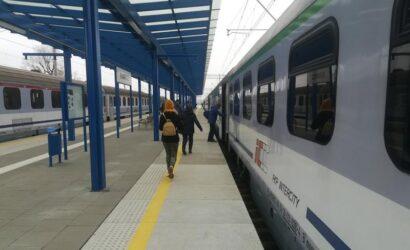 Podróżni w Rawiczu mogą już korzystać z nowych peronów, wind i przejścia pod torami.