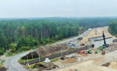 W Toporze i Łochowie widać zaawansowaną budowę wiaduktów nad linią Warszawa – Białystok