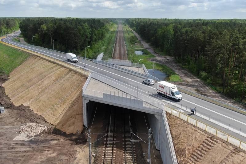 Pierwsze samochody przejechały nowym wiaduktem w Toporze