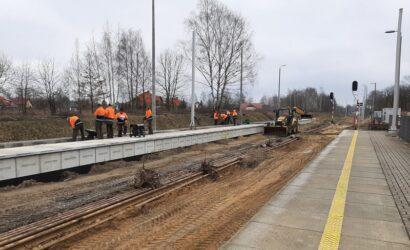 Na przystanku Zgierz Północ powstaje nowy peron i mijanka