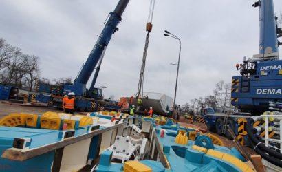 W Łodzi jest już połowa maszyny TBM do drążenia tunelu