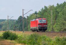DB Cargo Polska transportuje samochody Fiat 500 Hybrid