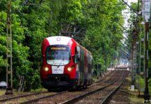 Z pociągów WKD korzysta coraz więcej podróżnych