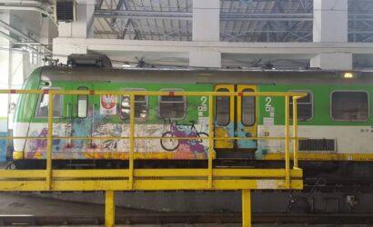 Koleje Mazowiecki wydały ponad 14 mln zł na usuwania graffiti z pociągów
