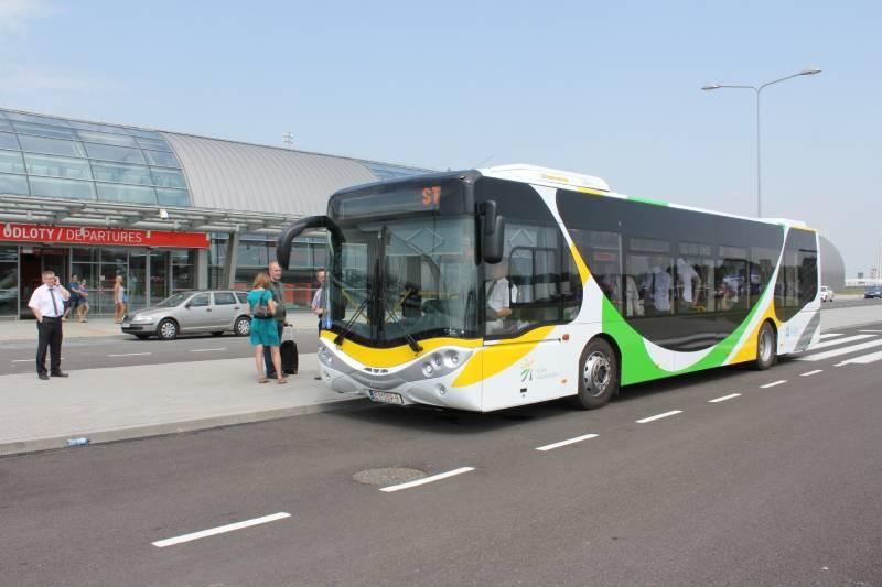 Jutro wracają autobusy lotniskowe Kolei Mazowieckich