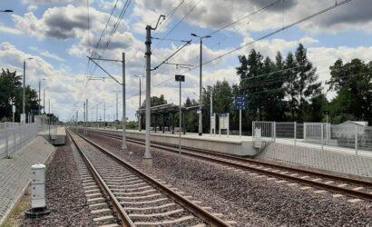 Nowe perony w Łęczycy, Ozorkowie i Sierpowie czekają na pasażerów
