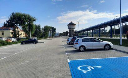 Mieszkańcy Kościana korzystają z nowego parkingu przy stacji kolejowej