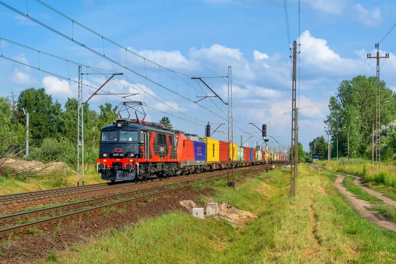 W II kw. 2021 r. przetransportowano blisko 6,8 mln ton towarów przewozami intermodalnymi