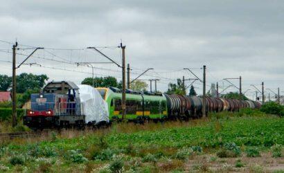 Kolejowy tabor w drodze na targi Trako 2021 [AKTUALIZACJA]