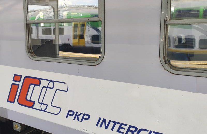 PKP Intercity myśli o zakupie wagonów piętrowych typu push-pull wraz z lokomotywami