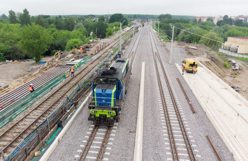 Lublin: lokomotywa testuje wiadukty kolejowe