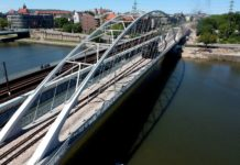 Nowy most kolejowy w Krakowie przechodzi sprawdzian