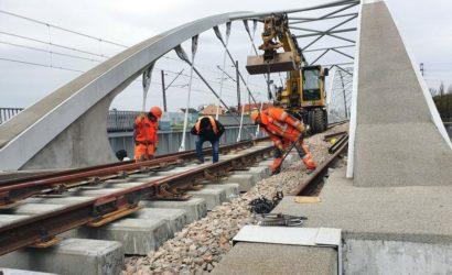 Na kolejowych budowach w Krakowie prace także w czasie epidemii [galeria]
