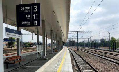 Pasażerowie w Trzebini korzystają z nowego peronu