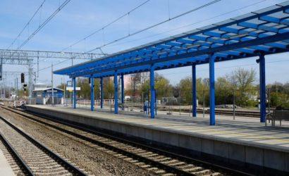 Pasażerowie korzystają z nowych peronów między Czempiniem a Rawiczem [galeria]