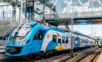 Zachodniopomorskie zachęca do korzystania z pociągów w podróżach nad morze