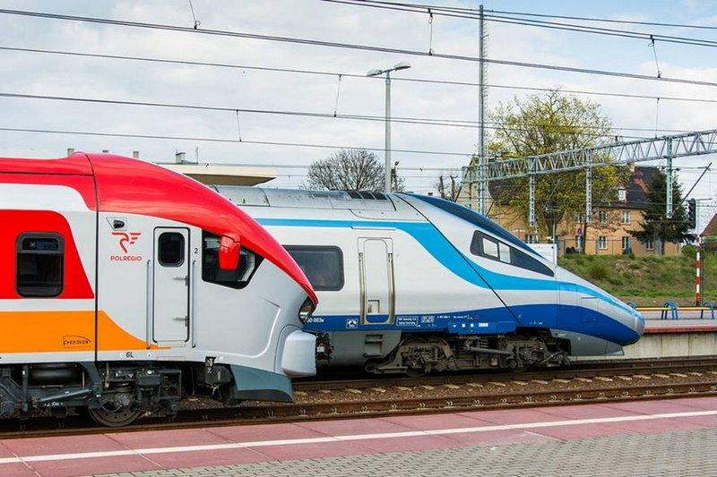 Spadek przewozów pasażerów w październiku 2020 r.
