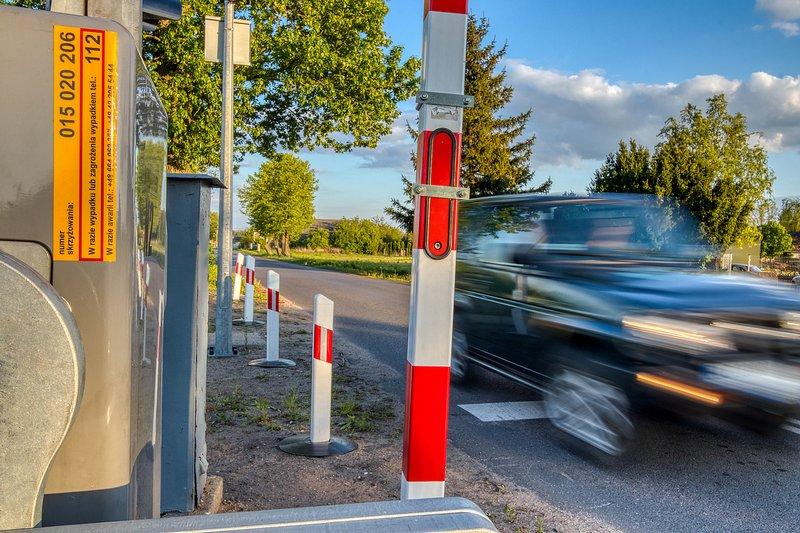 Mniej wypadków na przejazdach kolejowo-drogowych w 2019 roku