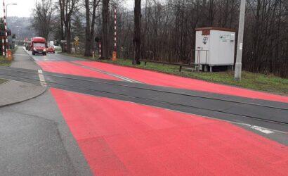 Czerwony przejazd kolejowy w Suchej Beskidzkiej