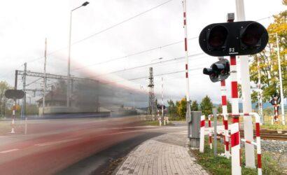 Mniej tragedii na przejazdach kolejowo-drogowych w I kwartale 2021 r.