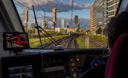 Wylicytuj przejazd w kabinie maszynisty wybranego pociągu SKM Warszawa