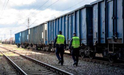 Funkcjonariusze SOK przerwali niebezpieczne zabawy na torach