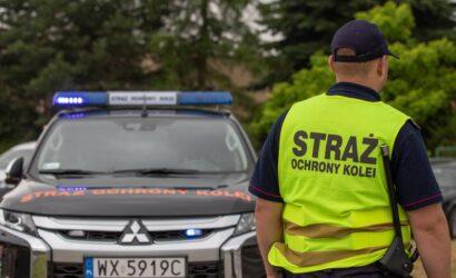 Funkcjonariusze SOK udzieli pomocy uczestnikom wypadku drogowego