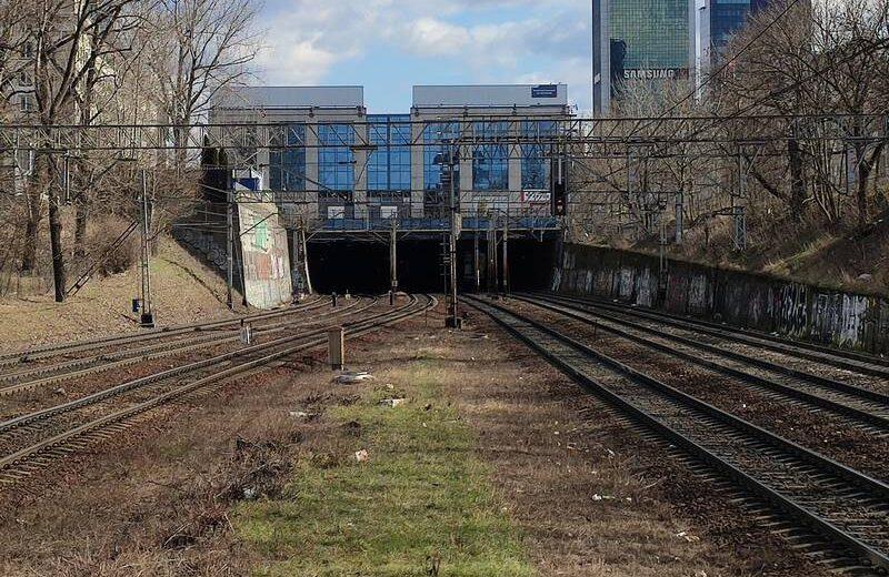 Poranne utrudnienia na warszawskim węźle kolejowym