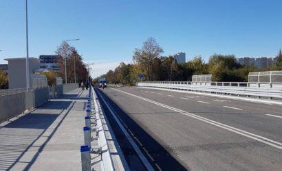 PLK otworzyły przebudowany wiadukt nad torami linii radomskiej