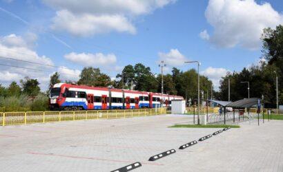 Zaparkuj bezpłatnie samochód w Otrębusach i jedź pociągiem WKD [galeria]