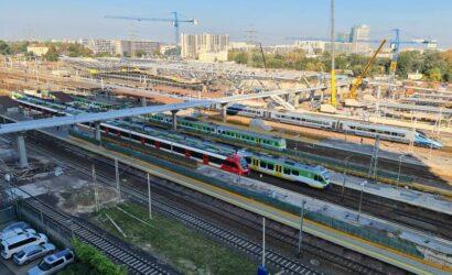 Warszawa: przywrócono rozkładowy ruch pociągów po awarii urządzeń srk