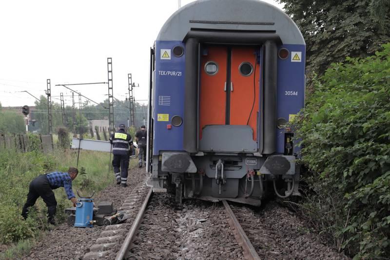 """Wykoleiły się dwa wagony z pociągu PKP Intercity """"Chopin"""" [AKTUALIZACJA]"""