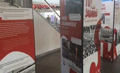 """Wyjątkowa wystawa o powstaniu NSZZ """"Solidarność"""" na dworcu Warszawa Centralna"""